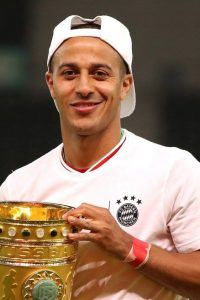 Thiago árulja a házát – ennyit adna a Pool és kérne érte a Bayern