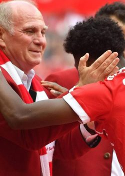 Hoeness: Ezért kellene maradnia Alabának a Bayernnél