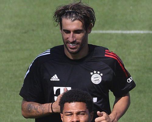 Dest Münchenben, Javi elhagyja a klubot