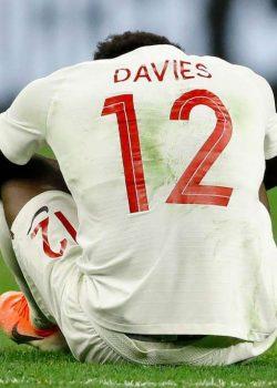 Davies bokaszalag-szakadás miatt hetekre dőlt ki